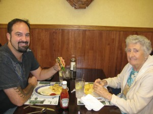 Famoores_Family_restaurant_Oil_City_Pennsylvania_Burger_conquest_rev_ciancio_ 092509 017