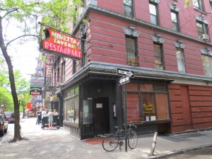Minetta_Tavern_Burger_Conquest_George_Motz_051813_5709