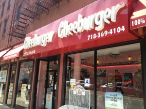 Cheeburger_Cheeburger_Brooklyn_NY_081513_Burger_Conquest_Rev_Ciancio1726