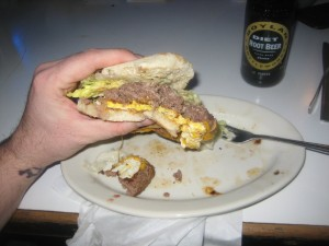 Pauls Burgers 010209 012_greasy_soggy_bun_integrity_burger_conquest_burger_lift