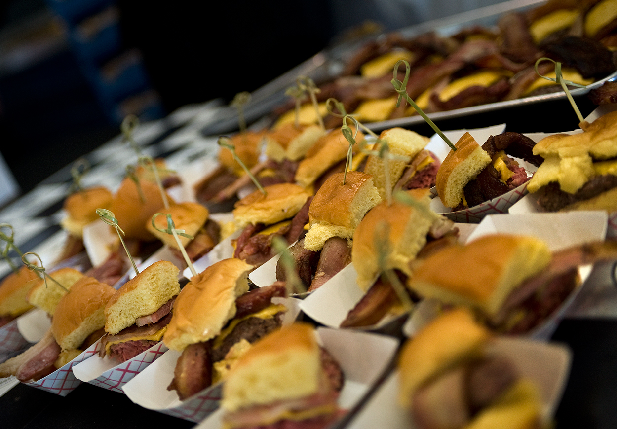bacon_and_beer_classic_nyc_citi_field_2014_burger_conquest_winners_photos_information_04