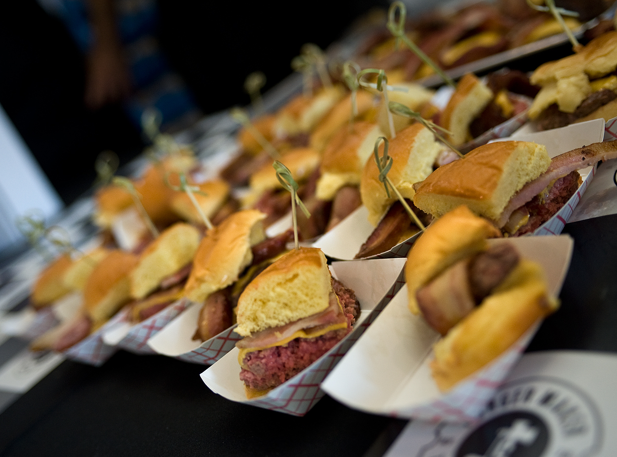 bacon_and_beer_classic_nyc_citi_field_2014_burger_conquest_winners_photos_information_05