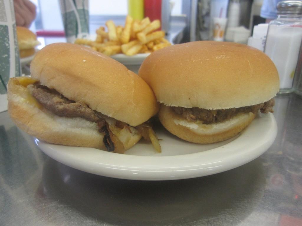 Bates-Hamburgers-Livonia-Burger-Conquest-Rev-Ciancio-IMG_5463