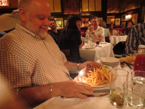 Minetta_Tavern_Burger_Conquest_George_Motz_051813_5711
