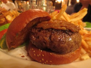 Minetta_Tavern_Burger_Conquest_George_Motz_051813_5719