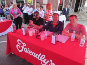 Friendlys_Build_the_Best_Burger_Contest_Massapequa_Long_Island_NY_060913_5736