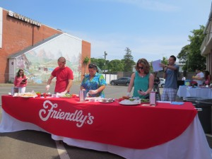 Friendlys_Build_the_Best_Burger_Contest_Massapequa_Long_Island_NY_060913_5737
