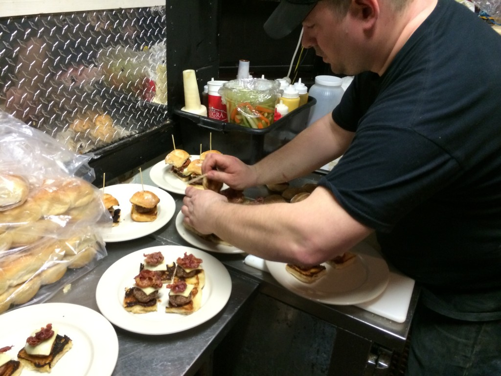 NY_The_Burger_Week_NYC_2014_Idle_Hands_Bar_ACDC_Back_In_Black_Angus_050614_4522