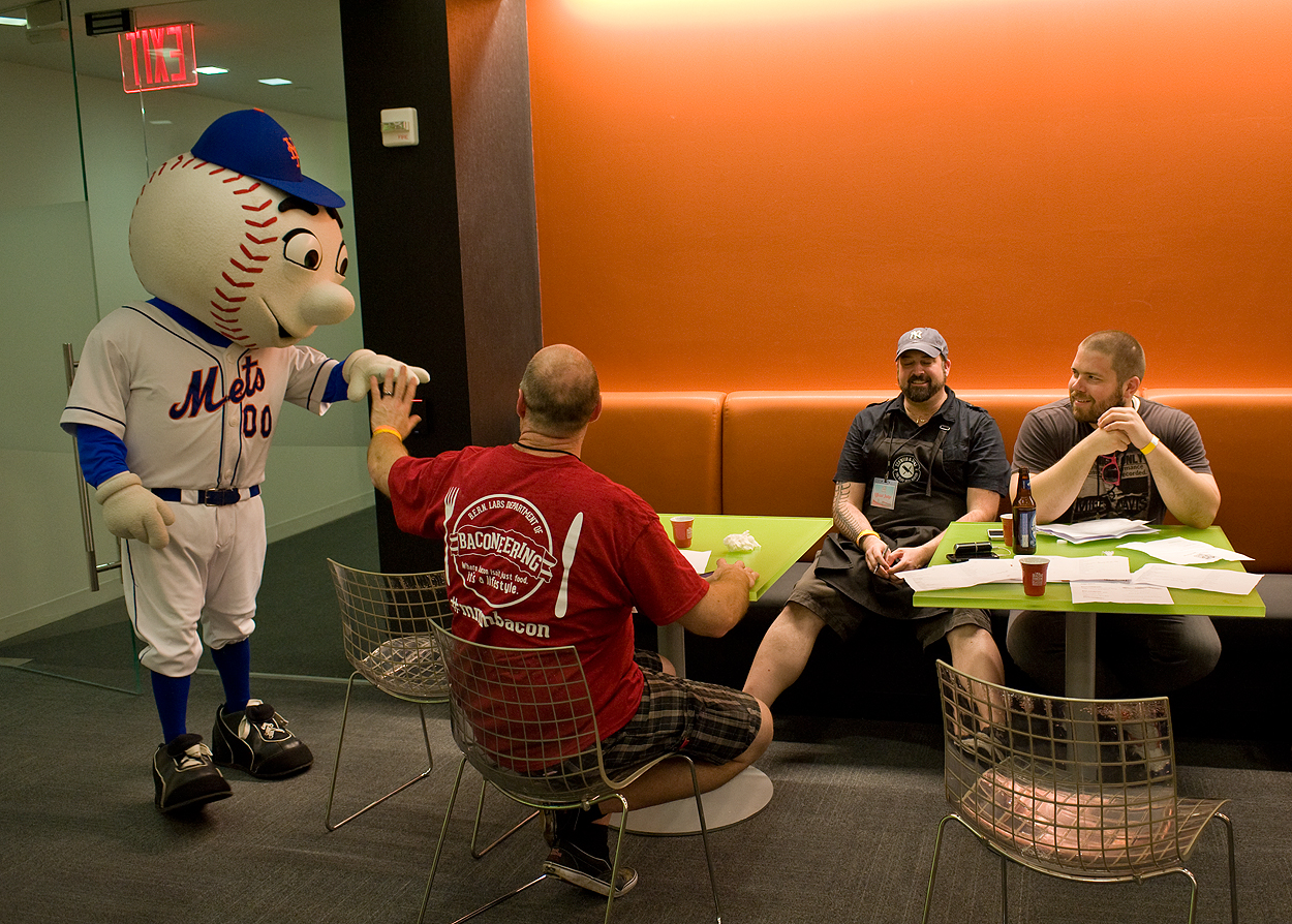 bacon_and_beer_classic_nyc_citi_field_2014_burger_conquest_winners_photos_information_47